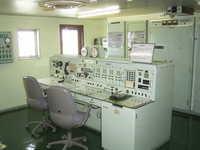 RIMG0508-通信室_右の時計は非常用のゼンマイ巻き.jpg